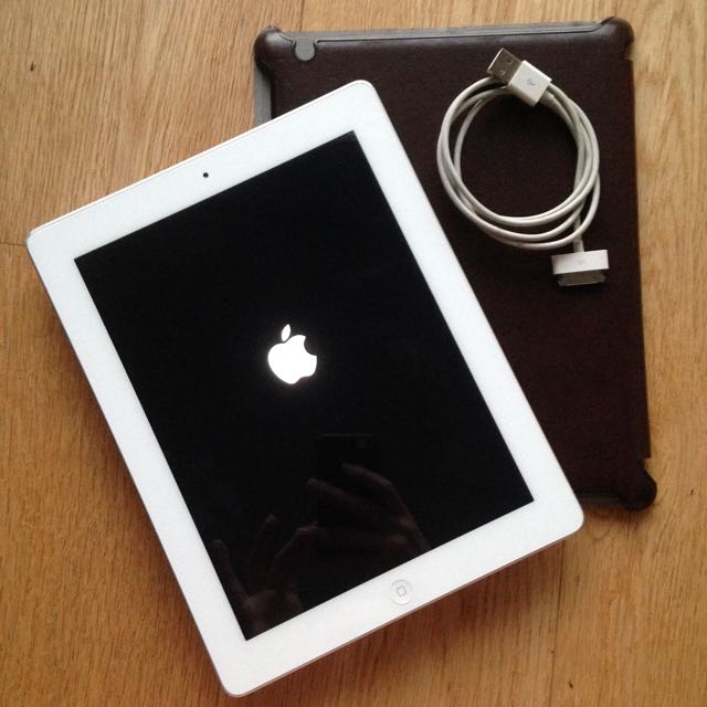 iPad 2 White - EXCELLENT CONDITION