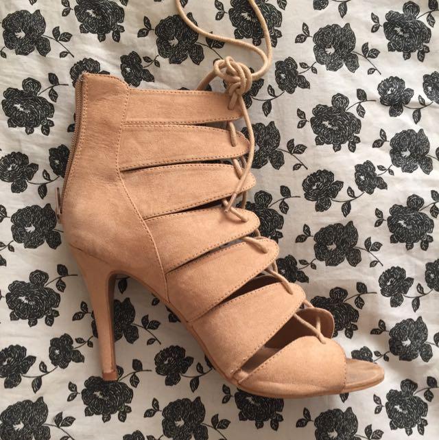 Mooloola Heels