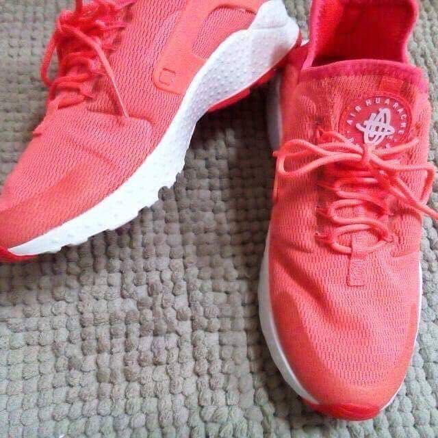 降價代售~~全新Nike Air Huarache Ultra