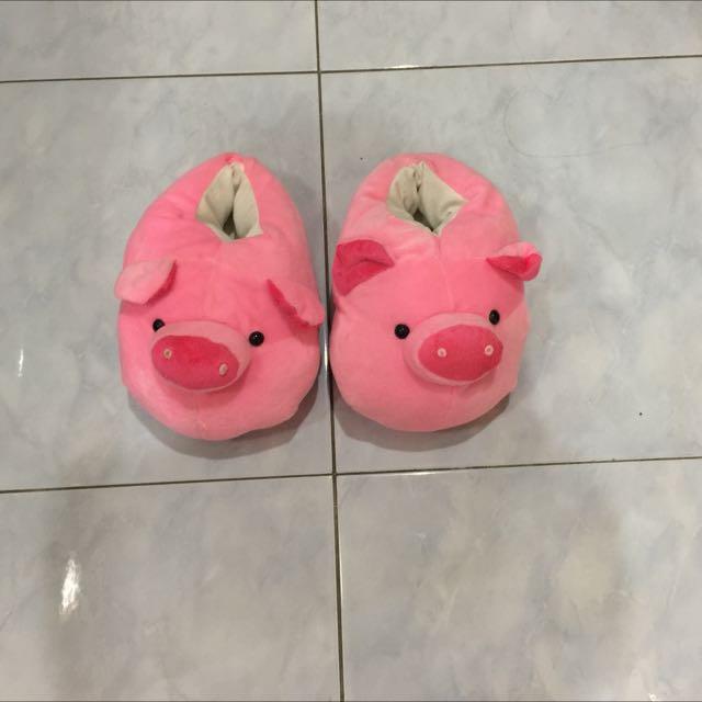 sendal kamar babi