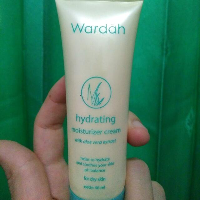 Wardah Hydrating Moisturizer Cream Kesehatan & Kecantikan Rias Wajah di Carousell .