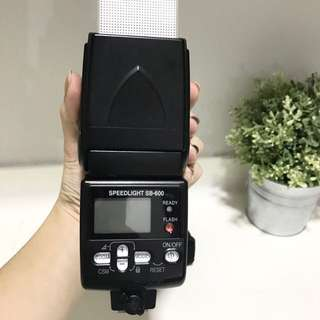 Original Nikon Flash Speedlight sb-600