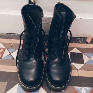 Authentic Vintage Doc Martens Made In England U.K.3 US5 EU36