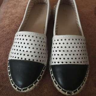 簡約黑白簍空平底鞋