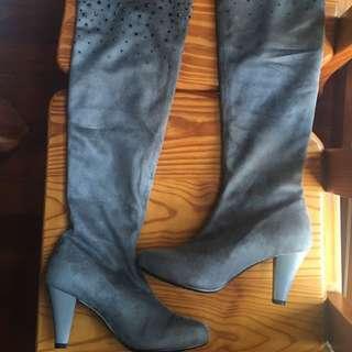 全新Ann灰色麂皮長筒靴