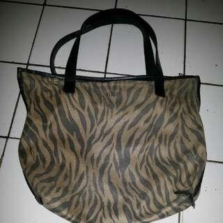 Flashy bag tiger