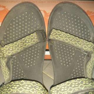 Sandal Teva Hurricane Size 37 Warna Hijau