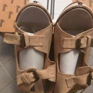 Sepatu Wedges Up Size 38