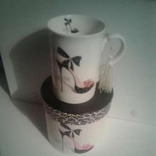 Ladys Stiletto Cup With Box. In Good Con. Owned For Over 18 Years. Given As A Gift. Good For Cup Collecters.