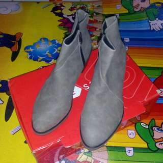 Boots Grey Classic