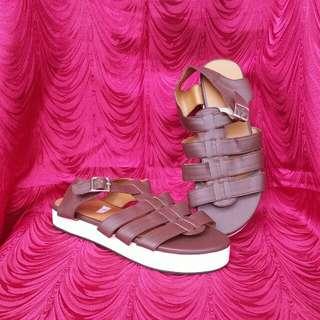 Sandals / Flats