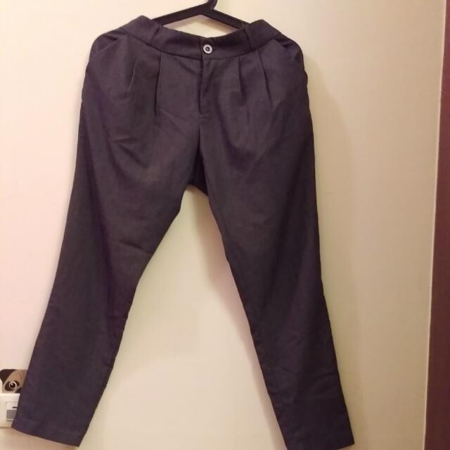 鐵灰色西裝褲