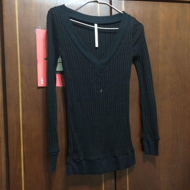 含運 長板 黑色 薄 深v 長袖 上衣