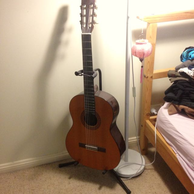 Acoustic Guitar + Stand