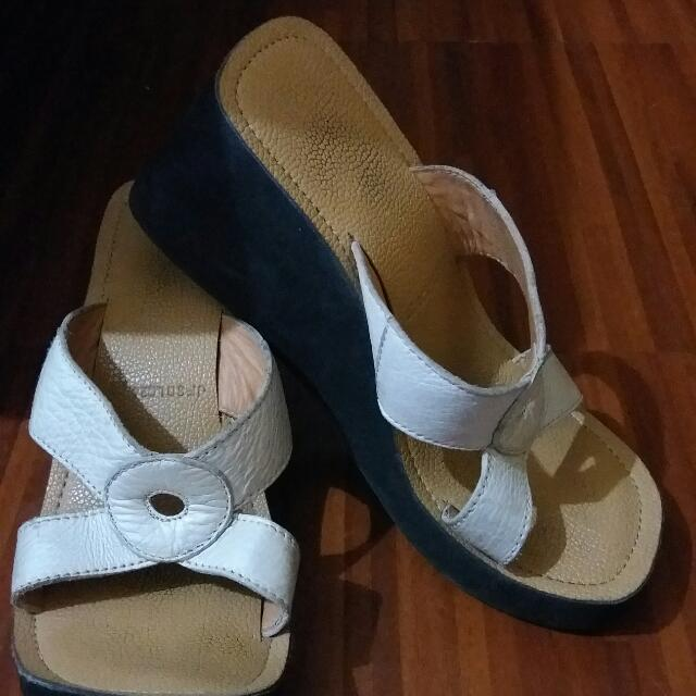 Authentic Ledonne White Wedge Sandals