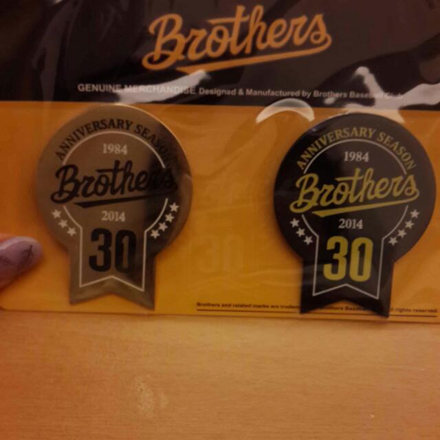 Brothers30週年造型胸針