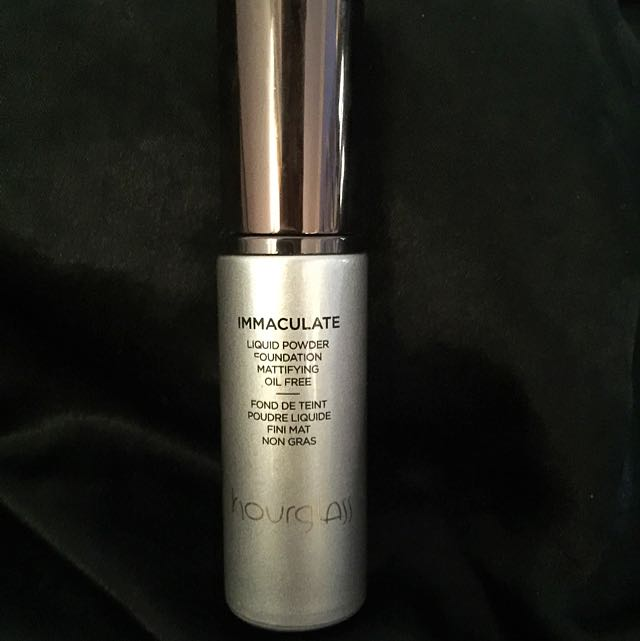 Hourglass Immaculate Foundation Pearl