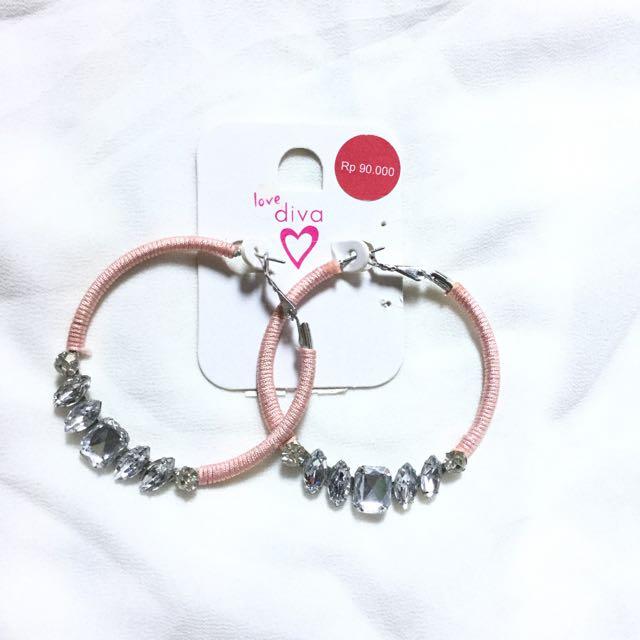 (NEW) Diva Hoop Earrings