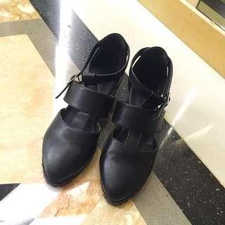 黑色皮質短跟涼鞋包鞋