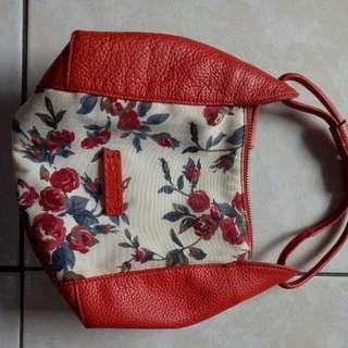🚚 COVINA 皮革與花布拼接手拿包