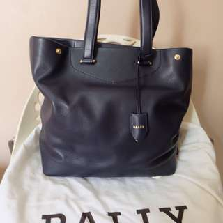 Preloved BALLY leather tote bag size large. With Receipt/struk