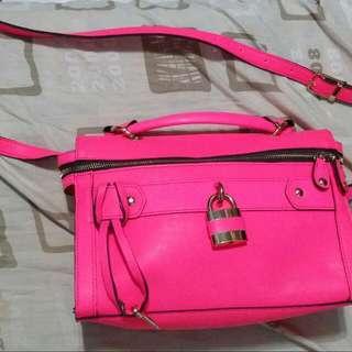二手,亮皮,粉紅螢光色,龐克,旁背包,女用包包,百搭包。