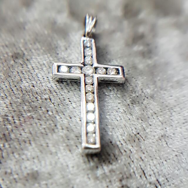 15顆真鑽石十字架小吊墜🎀全新