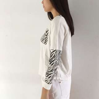 Sweater zebra putih aesthetic
