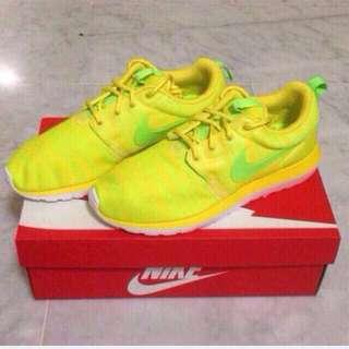 Nike Roshe Run NM BR Charm Yellow / Electric Green-Volt