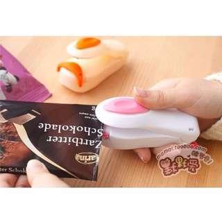 🚚 迷你封口機 糖果/餅乾 小型手壓密封機 家用零食好幫手