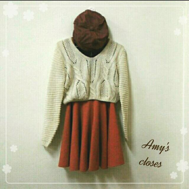 (全套)磚橘色厚內搭裙,米色短版針織毛衣