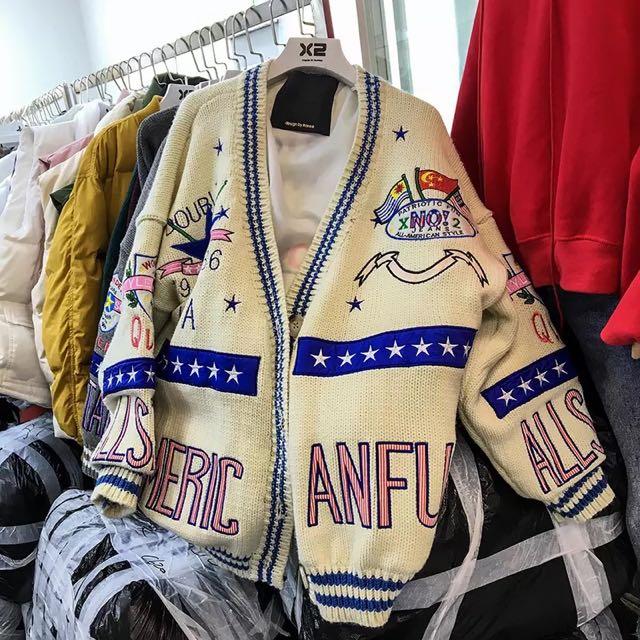 超可愛!!韓國秋冬刺繡毛衣徽章國旗寬鬆開衫外套 四色