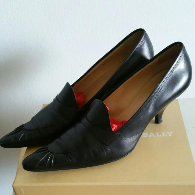 Bally Shoes sz 40