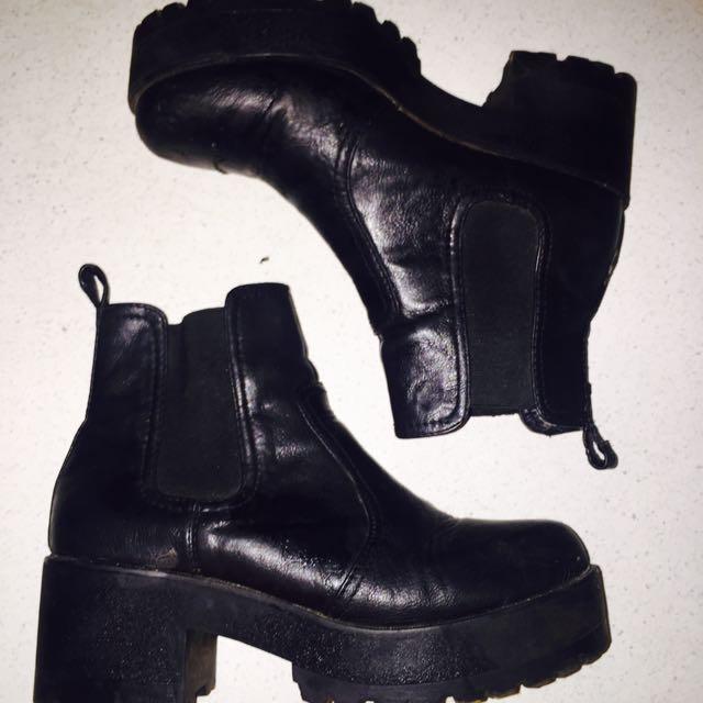 Black Eamon Boots