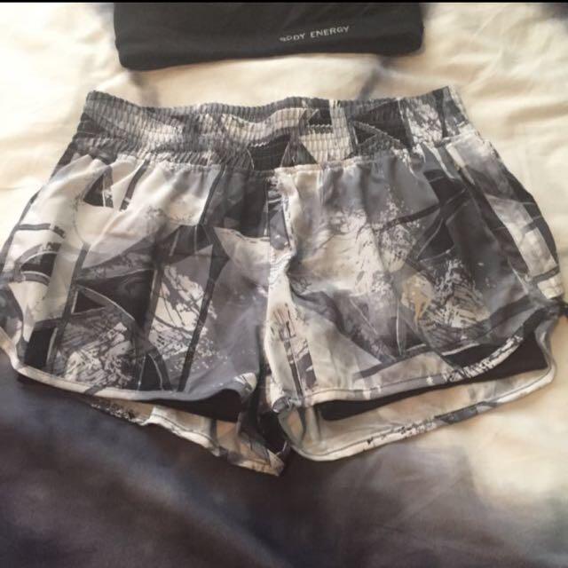 Blockout Crop & Shorts Small