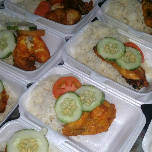 Halal Food Cater Open For Order , Chicken Rice, Bee Hoon, Mix Platter  Sambosa And Spring Roll, Nuggets, Mee Goreng, Fried Chicken Wings, Fried  Rice ,