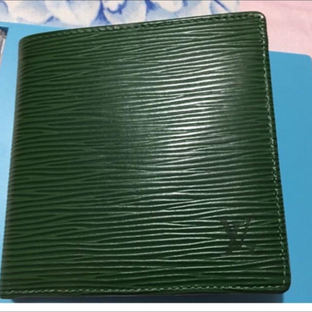 LV epi正品絶版綠色短夾、9成新!有零錢袋可放零錢!