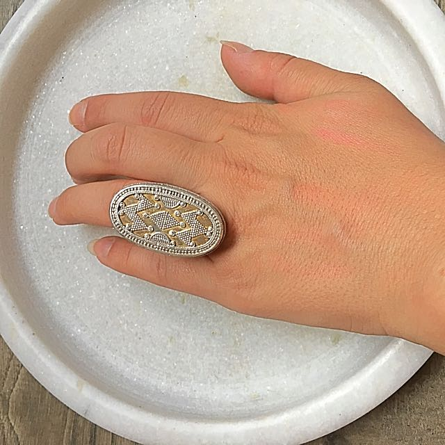 SILVER ANTIQUE RING