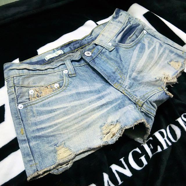 ✨刷白刷破牛仔短褲~蕾絲口袋(S或M)