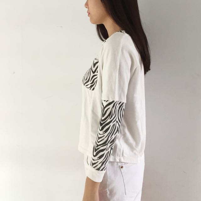 Sweater zebra putih aesthetic