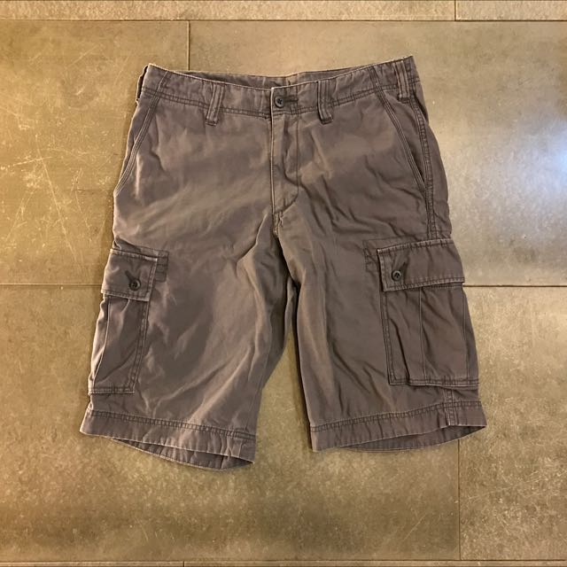 Uniqlo 鐵灰色六口袋抽繩工作短褲 s號