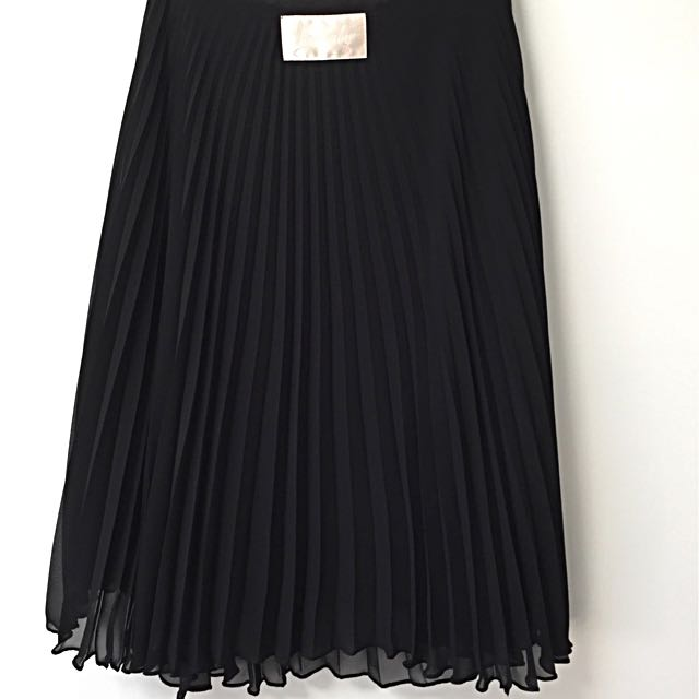 Wheels and Dollbaby black pleated skirt