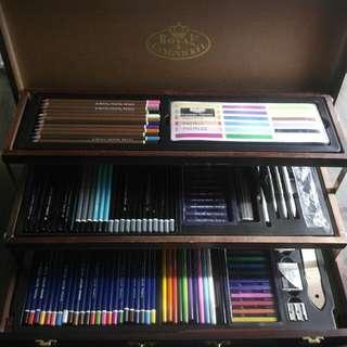 Royal Langnickel Deluxe Wood Box Drawing Set