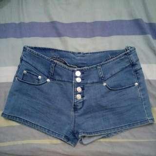 QUEEN PUNCH 中高腰排扣 排釦 牛仔短褲 XL #轉轉來交換