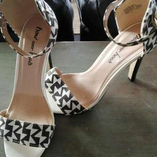 Black N White Strappy Size 6 Heels