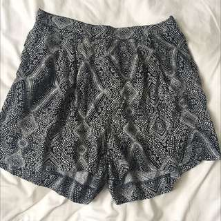 H&M high waisted patterned shorts