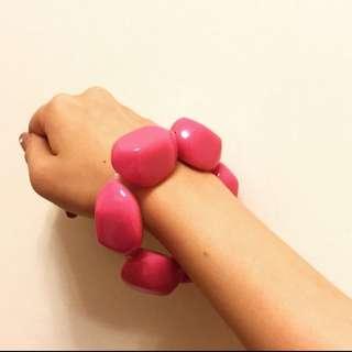 超吸睛可愛桃紅色寶石切割塑膠手環