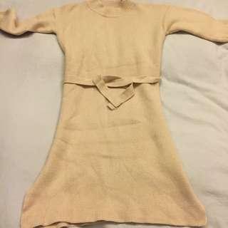 米黃色 小高領針織洋裝窄裙