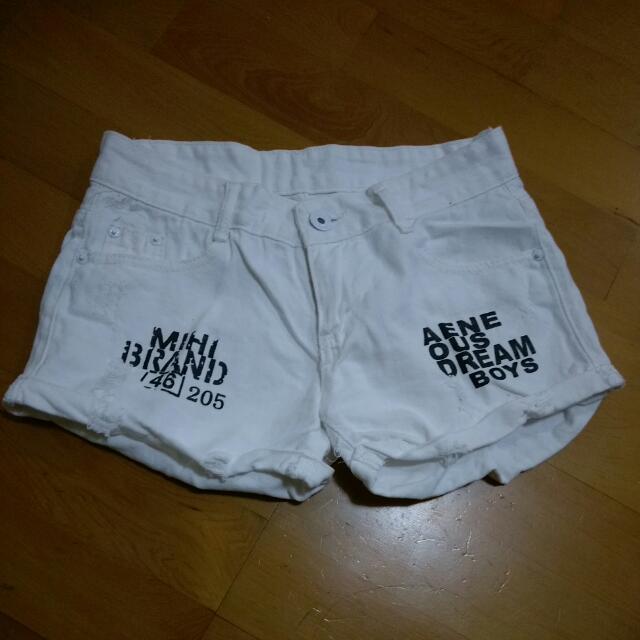 個性字母白短褲