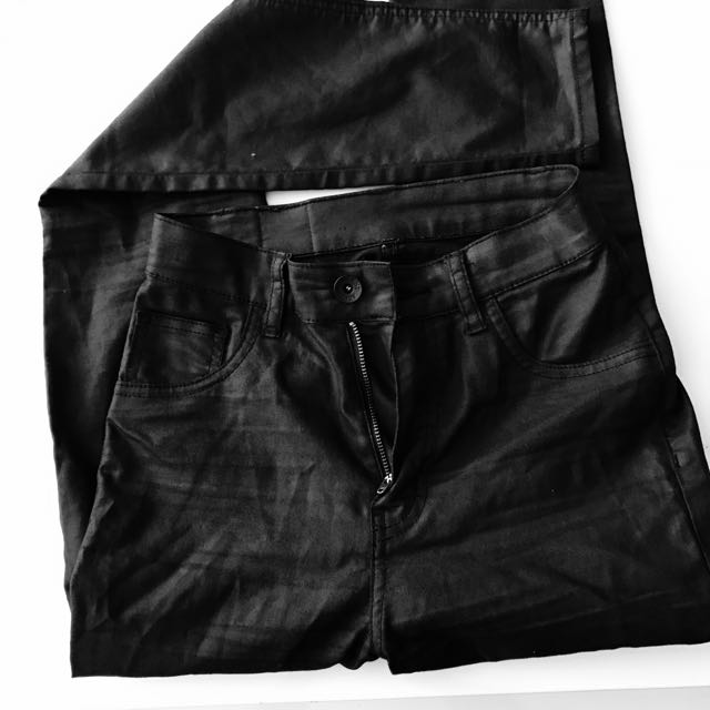 Black High Waisted Size 6-8 Jeans
